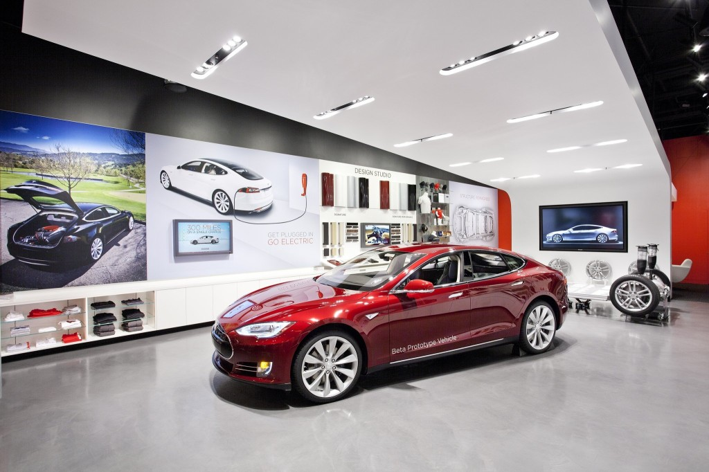 car retail design Desarc-namens-Tesla